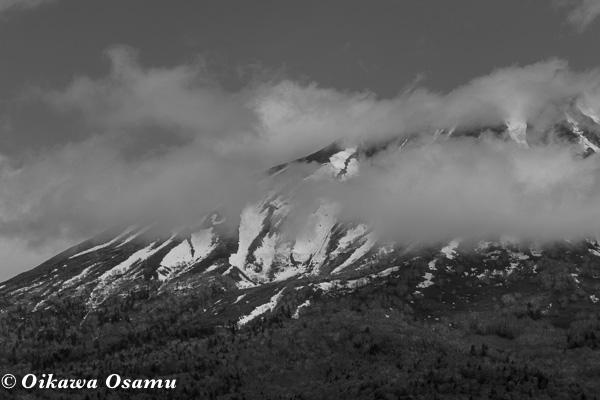 モノクロ羊蹄山 2015 5月