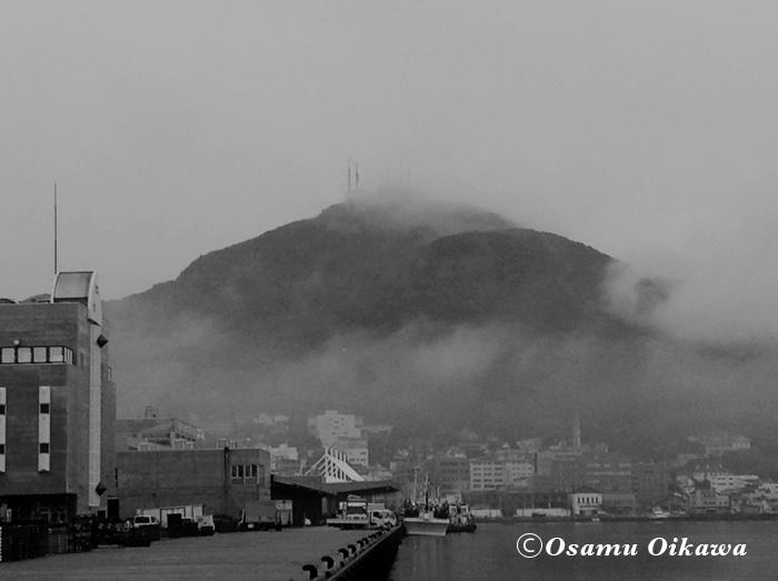 モノクロ 函館山